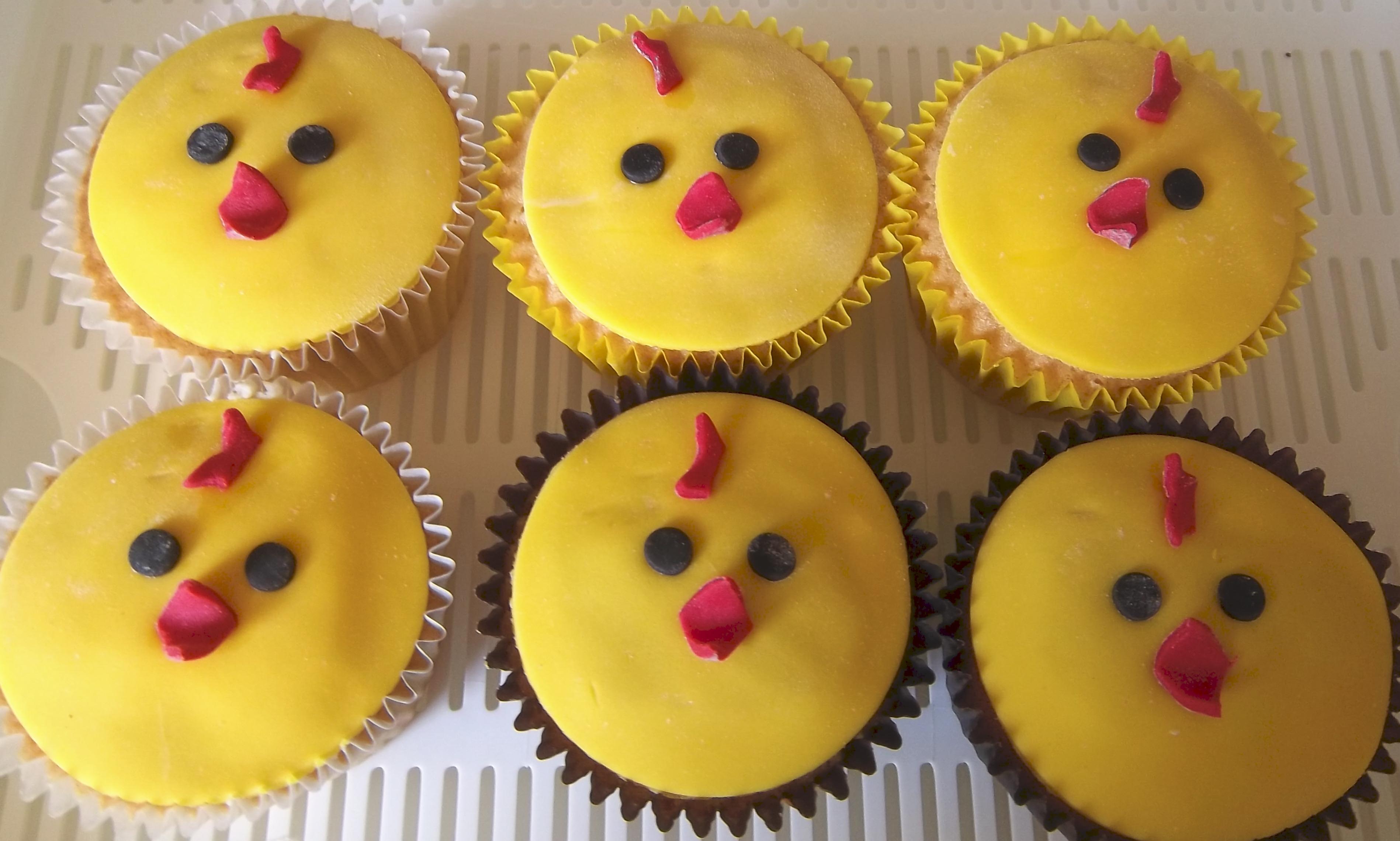 Wedding Cake And Cupcakes Design